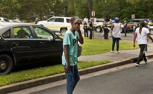 Devant le lycée Mount Tabor où un lycéen a été tué par balle, en Caroline du Nord le 1er septembre 2021.