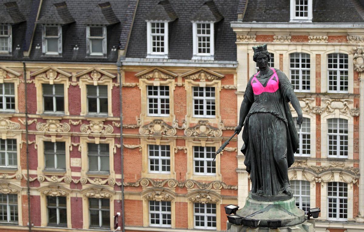 Le Déesse de Lille aux couleurs d'octobre rose. – M.Libert / 20 Minutes