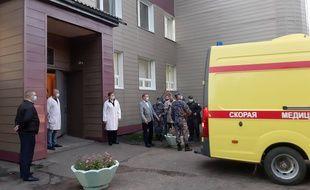 L'ambulance transportant Alexeï Navalny est arrivée à l'aéroport dans le nuit du 21 au 22 août puis un avion médicalisé a décollé vers l'Allemagne.