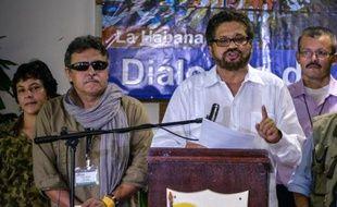 A la veille de la reprise d'un nouveau cycle de négociations de paix à Cuba entre le gouvernement colombien et la guérilla des Farc, les deux parties ont fait des gestes d'ouverture, sur la culture de coca et l'organisation d'un référendum sur un éventuel accord de paix.