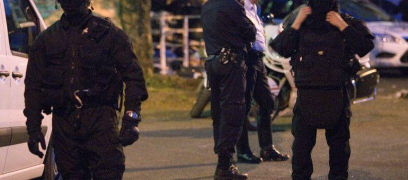 Des policiers dans le quartier du Lauricisque, à Pointe-a-Pitre en Guadeloupe. Illustration