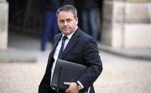 """L'ex-patron de l'UMP Xavier Bertrand a déclaré dimanche que Jean-Louis Borloo, démissionnaire du gouvernement après l'échec de sa campagne pour le poste de Matignon, avait """"toujours sa place"""" à la vice-présidence de l'UMP et a souhaité qu'il garde ses liens avec le parti."""
