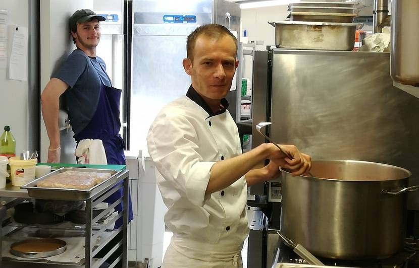 Rennes Des Restaurants Confient Leurs Cuisines A Des Chefs Refugies