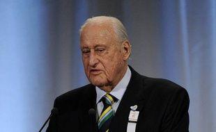 """Joao Havelange, 95 ans, président de la Fédération internationale de football (Fifa) de 1974 à 1998 et hospitalisé dimanche à Rio à la suite d'une infection, se trouve toujours dans un """"état grave"""", a indiqué mardi un communiqué de l'hôpital Samaritano."""