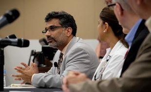 Ali S. Khan, le doyen du centre médical de l'Université de Nebraska annonce, le 5 septembre dernier, l'arrivée, du médecin Rick Sacra à l'hôpital universitaire pour s'y faire soigner.