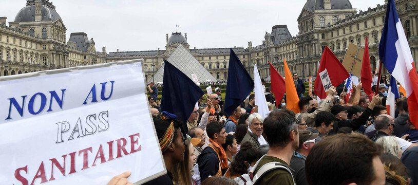 Des manifestants contre le pass sanitaire, le samedi 17 juillet 2021, à Paris.