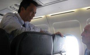L'ex-président malgache Marc Ravalomanana, renversé en 2009, est arrivé aux Seychelles, où il doit rencontrer mercredi son rival Andry Rajoelina dans un face-à-face décisif pour tenter de dénouer la crise dans laquelle leur pays est plongé depuis trois ans, ont indiqué mardi les autorités des Seychelles.