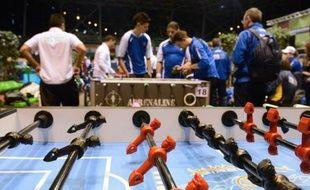 La France a remporté la Coupe du monde messieurs de baby-foot dimanche à Nantes, en battant les USA 3 points à 2, après plus de deux heures et demi de match, tandis que dans l'épreuve féminine, les Allemandes se sont imposées face aux Autrichiennes, a-t-on appris auprès des organisateurs.