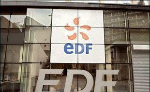 L'action du groupe public d'éléctricité EDF s'envolait pour un troisième jour de suite vendredi, portant sa progression à 29% depuis l'entrée en Bourse, portée par l'espoir que la hausse de son chiffre d'affaires en 2005, se traduise par une forte progression de la rentabilité.