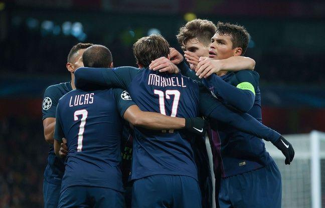 Les Parisiens fêtent le but de Lucas contre Arsenal le 23 novembre 2016.