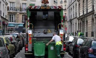 La gestion des déchets coûte en moyenne 85 euros hors taxe par habitant et par an aux collectivités locales françaises, mais la facture s'est réduite de 5% entre 2008 et 2010, selon une étude publiée mardi par l'Ademe.