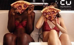 Illustration de femmes en sous-vêtements dans une baignoire avec des parts de pizza pepperoni, car la pizza c'est la vie