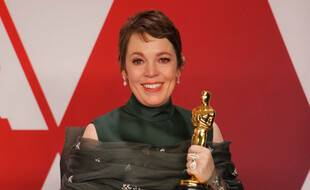 L'actrice Olivia Colman, visiblement très émue avec son Oscar en 2019