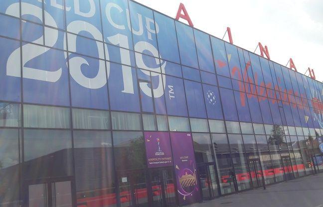 Le stade du Hainaut a été relooké aux couleurs du Mondial