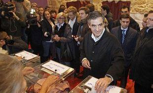 François Fillon vote pour la présidence de l'UMP le 18novembre à Paris.