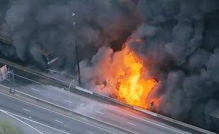 Une autoroute prend feu aux USA- Le Rewind