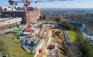 Les travaux sur le site de la future station du téléphérique toulousain, à Rangueil.