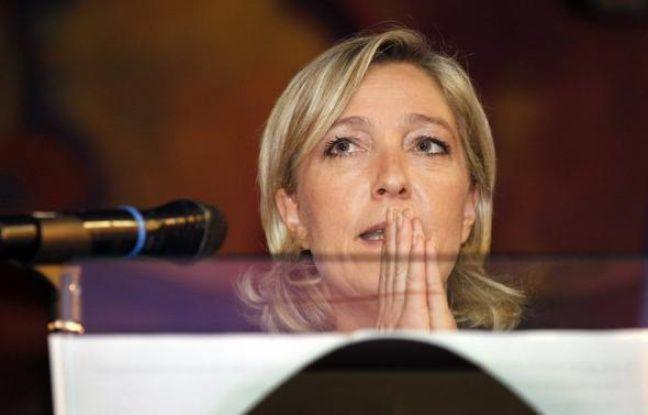 """Entre un Bruno Gollnisch qui veut rassembler son camp avant toute chose et une Marine Le Pen qui tourne le dos """"aux bras cassés"""" de sa mouvance, les deux candidats à la présidence du FN laissent entrevoir deux options politiques nettement différentes pour leur parti."""