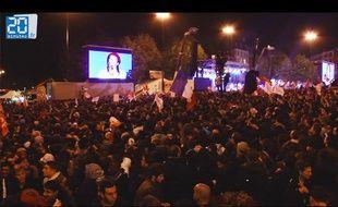 Ambiance survoltée place de la Bastille suite à l'élection de François Hollande le 6 mai 2012