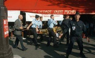 Ramda, âgé aujourd'hui de 38 ans, est soupçonné d'avoir assuré, pour le compte du GIA algérien (Groupe islamique armé), le financement de l'attentat de Saint-Michel (8 morts, environ 150 blessés) en juillet 1995 et de ceux du Musée d'Orsay et de Maison-Blanche qui avaient fait des dizaines de blessés en octobre de la même année.