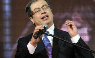 """L'ex-membre de la guérilla colombienne du M-19 Gustavo Petro a remporté dimanche la victoire à l'élection municipale de Bogota, saluant """"la paix devenue possible en Colombie"""", pays où deux guérillas sont encore actives."""