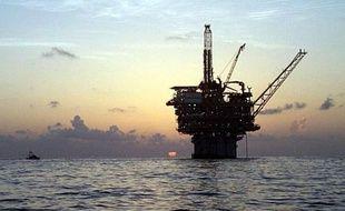 Les prix du pétrole montaient mercredi à l'ouverture à New York, après une incursion à plus de 85 dollars le baril pour la première fois en six mois, alors que le marché spéculait sur des mesures de relance monétaire et une baisse des stocks de brut aux Etats-Unis.