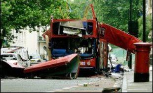 """Les auteurs des attentats du 7 juillet 2005 à Londres ont probablement eu un """"contact avec des membres d'al-Qaïda"""", mais le degré d'implication du réseau terroriste dans ces attaques reste imprécis à ce jour, a indiqué jeudi un rapport parlementaire."""
