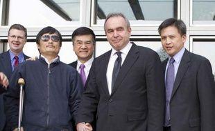 Les Etats-Unis ont reconnu jeudi que le militant chinois des droits civiques Chen Guangcheng voulait quitter la Chine, où il craint pour sa sécurité et celle de sa famille, et sont en discussion avec lui sur son avenir, a indiqué un responsable du département d'Etat.