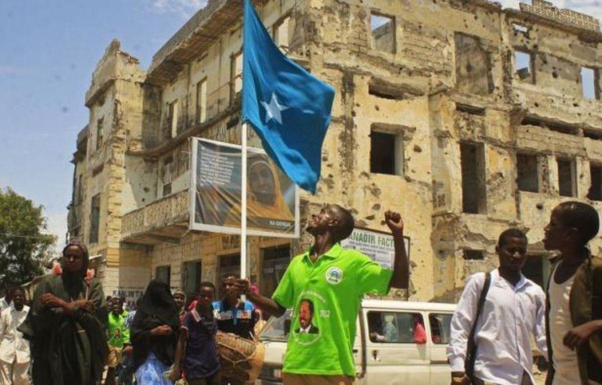 Un président atypique a pris mardi les rênes de la Somalie, Hassan Cheikh Mohamoud, un universitaire qui a passé des années à tenter de prévenir les combats plutôt que d'y participer, soulevant un timide espoir de voir le pays émerger de 21 ans de guerre civile. – Abdurashid Abdulle Abikar afp.com