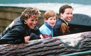 La princesse Diana et ses fils William et Harry à Thorpe Park en Grande-Bretagne en 1993
