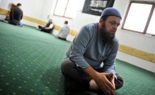 Emir Cajic imam auto-proclamé de la communauté musulmane de Tuzla, le 16 mai 2016 lors de son entretien avec les journalistes de l'AFP