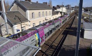 Un train TER à la gare de Chantenay à Nantes.