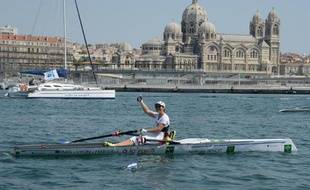 Nathalie Benoit, championne paralympique en aviron, a connu la délivrance mardi, en entrant dans le Vieux port de Marseille sous les vivats d'une petite foule émue et, après plus d'un millier de km parcourus à la rame sur fleuves, canaux et mer