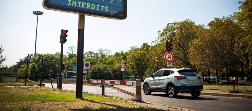 La circulation différenciée était en vigueur à Paris et dans sa petite couronne, le 25 août 2019, en raison d'un épisode de pollution à l'ozone. Ici, une entrée du périphérique parisien, porte Maillot.