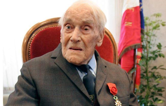 Maurice Floquet, le 24 mars 2005 à Montauroux, après qu'il a reçu les insignes d'officier de la Légion d'Honneur.