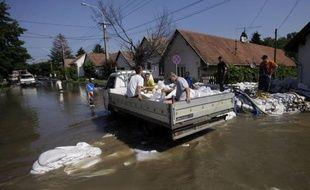 es autorités ont demandé dimanche l'évacuation de 15.000 habitants à Magdebourg, dans l'est de l'Allemagne, où l'inquiétude était forte face à des inondations historiques qui ont touché plusieurs pays d'Europe centrale et menacent désormais la Hongrie, où le Danube a atteint un niveau record.