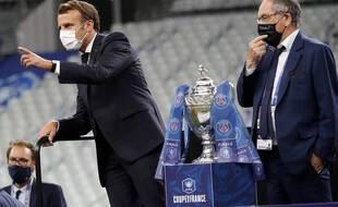 Le président Macron en compagnie de Noël Le Graët, le patron de la FFF, lors de la finale de la Coupe de France entre le PSG et Saint-Etienne le 24 juillet 2021.