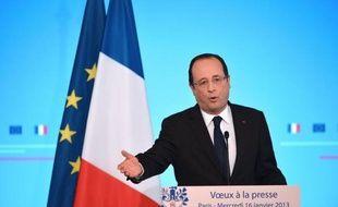 """François Hollande a indiqué mercredi qu'il n'y avait pas de certitude concernant la présence de ressortissants français parmi les 41 """"Occidentaux"""" retenus en otages par des terroristes dans un site pétrolier en Algérie."""