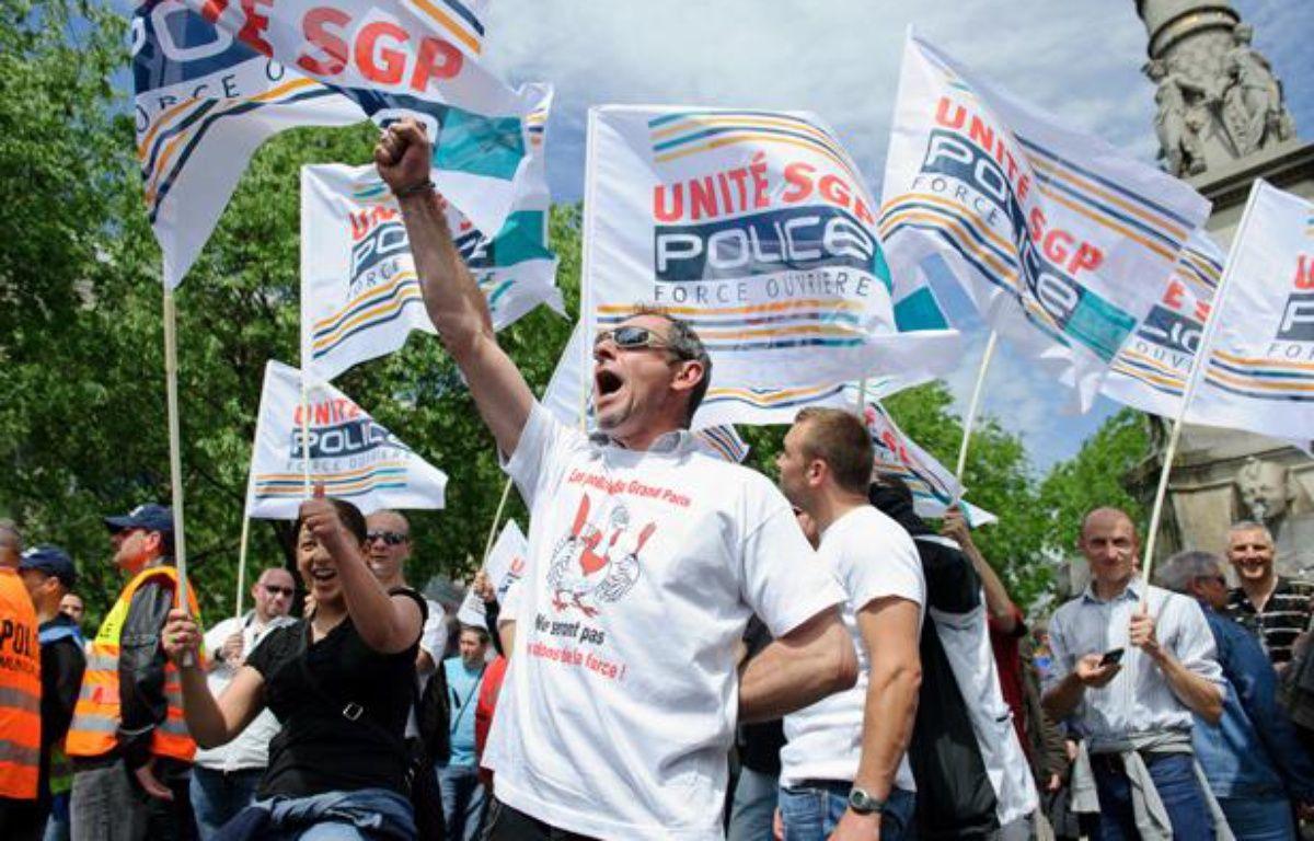 Rassemblement de policiers place du Chatelet à Paris pour protester  contre la révision générale des politiques publiques (RGPP) à l'appel  des syndicats le 10 mai 2012. – A. GELEBART / 20 MINUTES