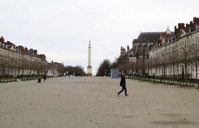 Le cours Saint-André, au-dessus du parking souterrain Cathédrale, à Nantes.