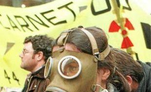 Manifestation contre le projet de centrale nucléaire au Carnet en 1997.