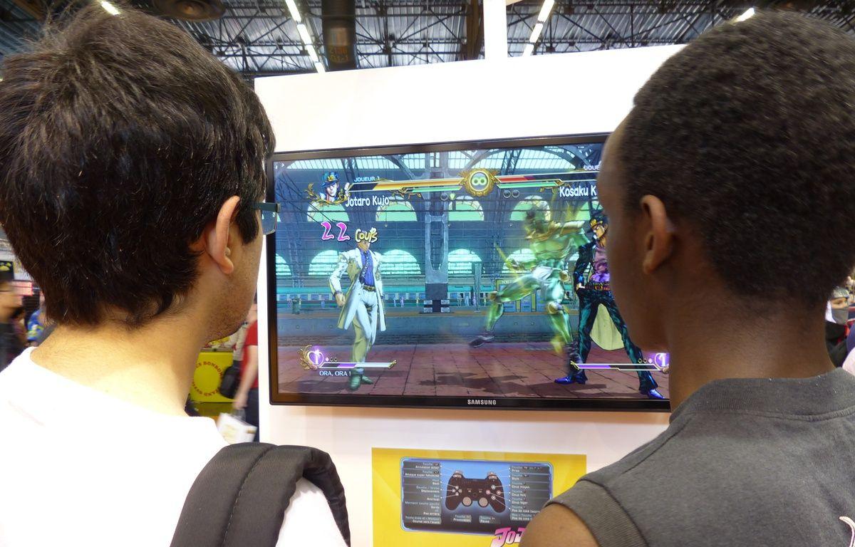 Des enfants jouent au jeu vidéo à la Japan Expo, au Parc des Expositions, à Villepinte,  le 2 juillet 2014. – Joel Metreau / 20 Minutes