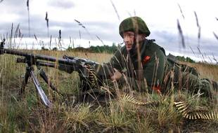 Lituanie, le 14 juin 2014. Un soldat lituanien participe à un exercice militaire.
