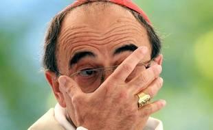L'archevêque de Lyon, le cardinal Barbarin, est poursuivi pour non-dénonciation d'actes pédophiles. Une pétition réclame sa démission.