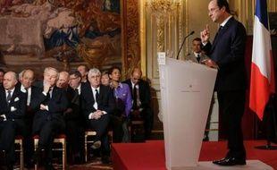 François Hollande a clairement revendiqué mardi sa ligne sociale-démocrate avec un geste concret en faveur des entreprises, auxquelles il a promis un allègement des charges de 30 milliards d'euros, et s'est engagé à clarifier la situation de son couple après les révélations de Closer.