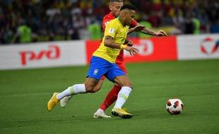 Neymar face à Alderweireld
