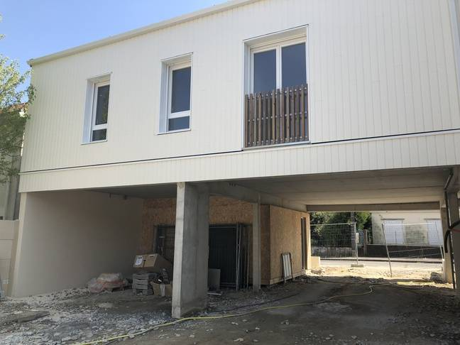 Le programme Igloo propose aux bénéficiaires de participer à la construction de leurs logements