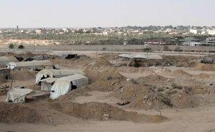 """""""Si le bouclage continue, ce sera un désastre"""", avertit Abou Taha, propriétaire d'un des innombrables tunnels creusés sous la frontière entre la bande de Gaza et l'Egypte, tous fermés après une récente attaque meurtrière dans le Sinaï."""