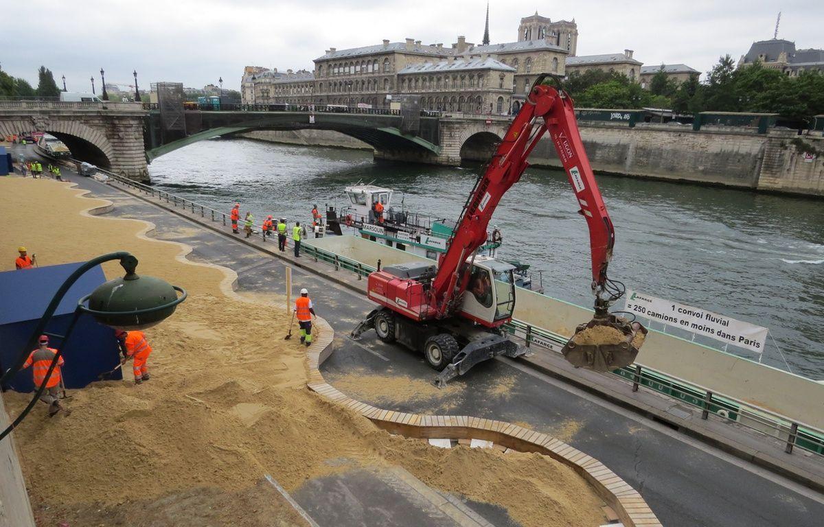 Le sable de Paris Plages livré par voie fluviale – R.LESCURIEUX