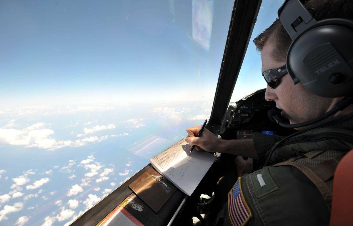 Un avion américain participe aux recherches pour retrouver des débris du vol EgyptAir, le 22 mai. – Salvatore Cavalli/AP/SIPA